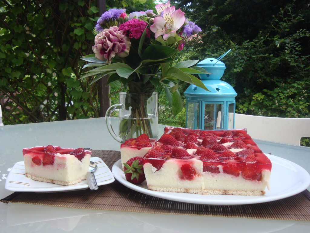 ciasto z kaszy mannej z truskawkami 001