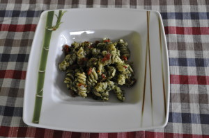 Makaron ze szpinakiem i suszonymi pomidorami