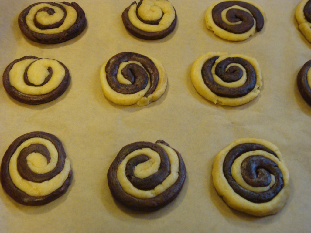 kruche ciastka czekoladowo-waniliowe 1