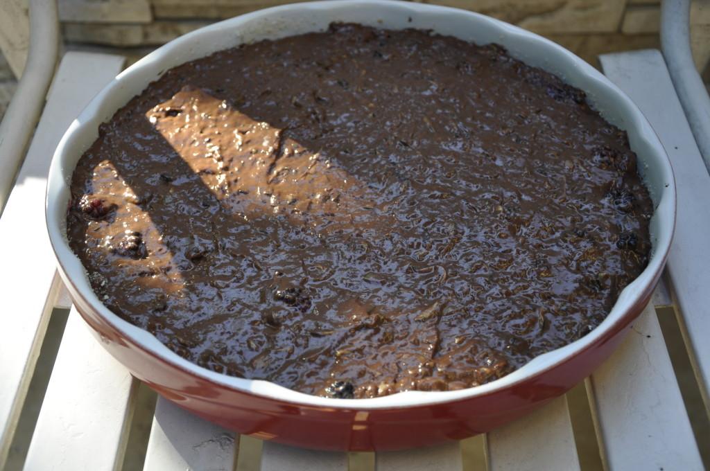 bardzo czekoladowe ciasto z cukinią i jeżynami