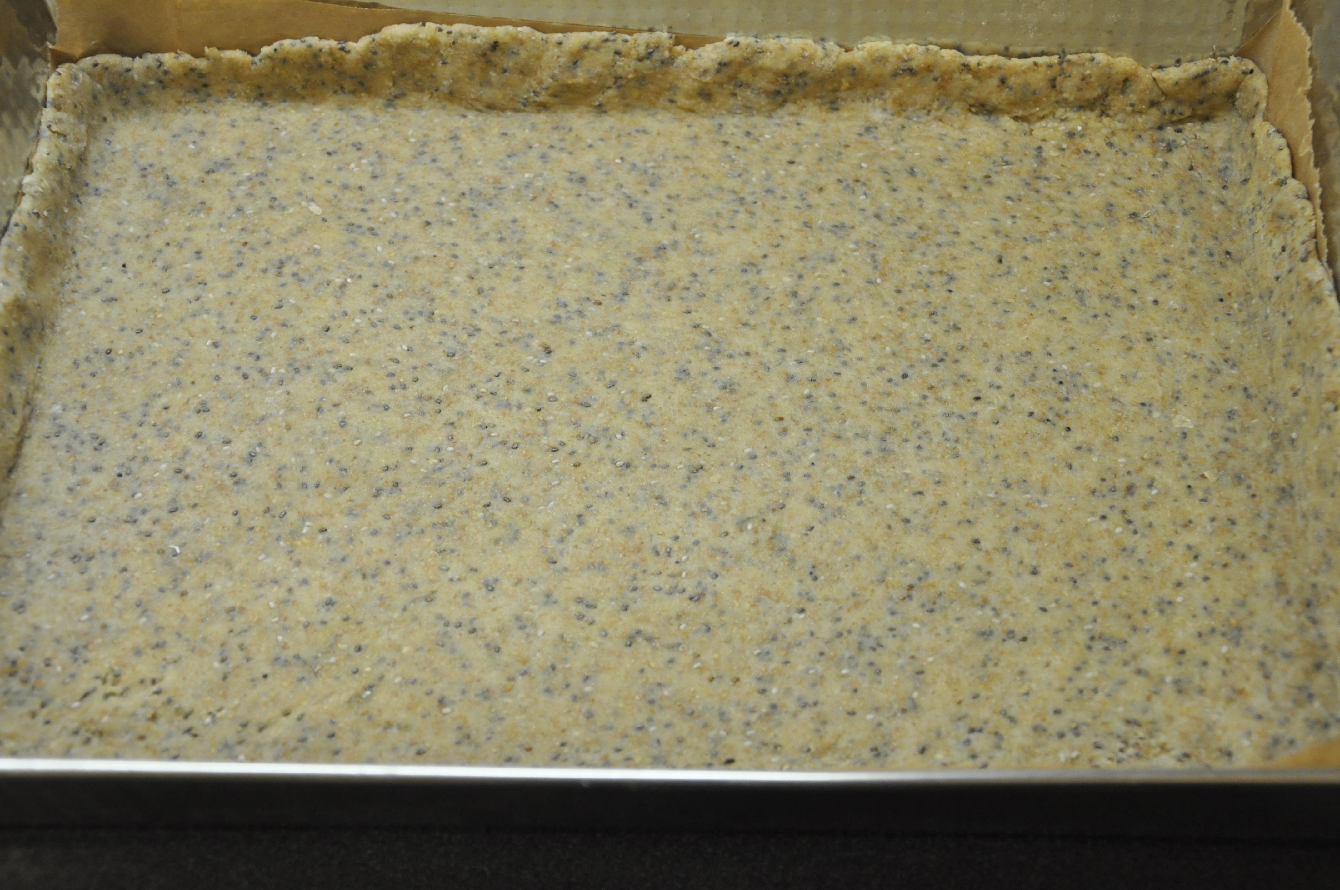 Orkiszowo-razowy mazurek z nasionami Chia i masą krówkową
