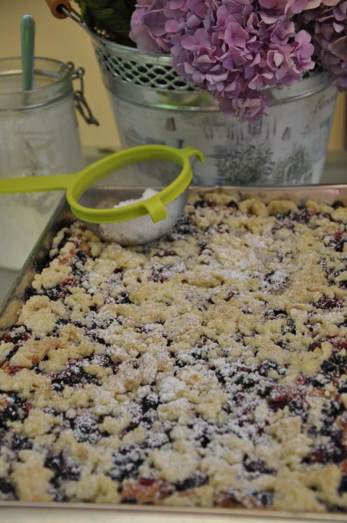 Ciasto drożdżowe z owocami i kruszonką