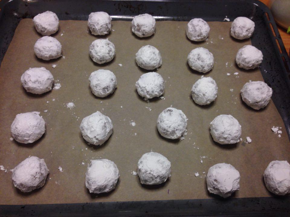 Popękane ciasteczka orzechowe