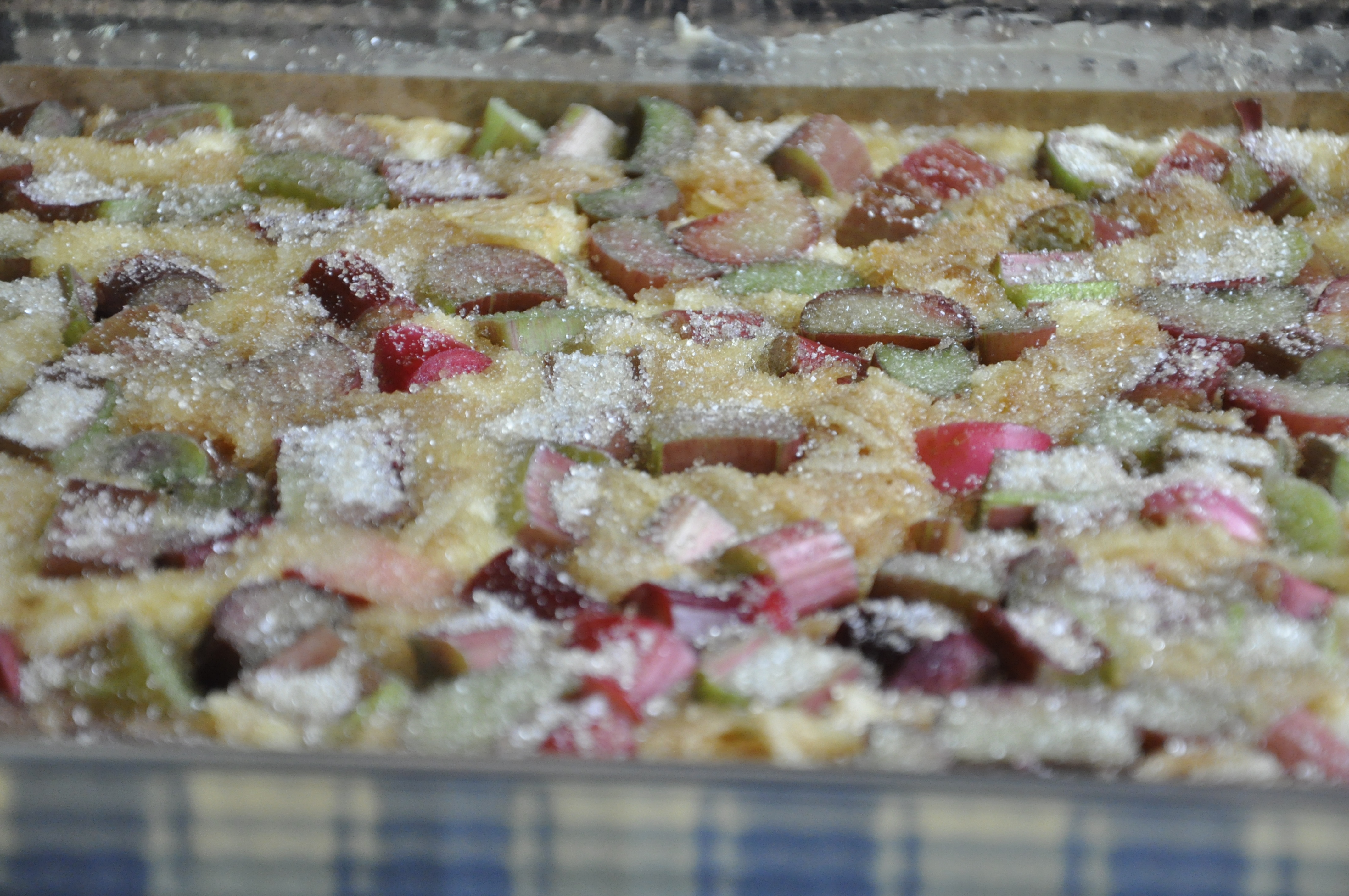 Ucierane ciasto z rabarbarem i jabłkami